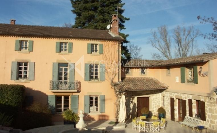 Valence Country Home For Sale<br />1/8