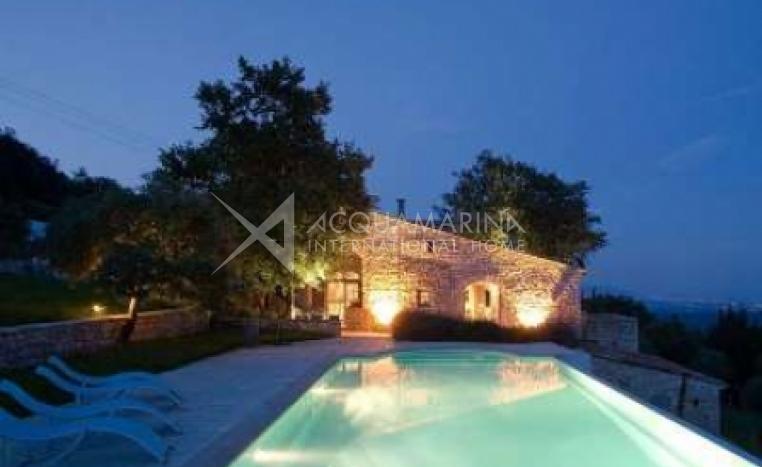 Tourrettes-sur-Loup Villa For Sale<br />1/6