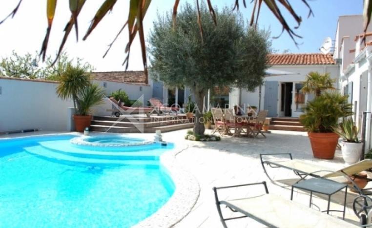 Saint-Martin-de-Ré Country Home For Sale<br />1/6