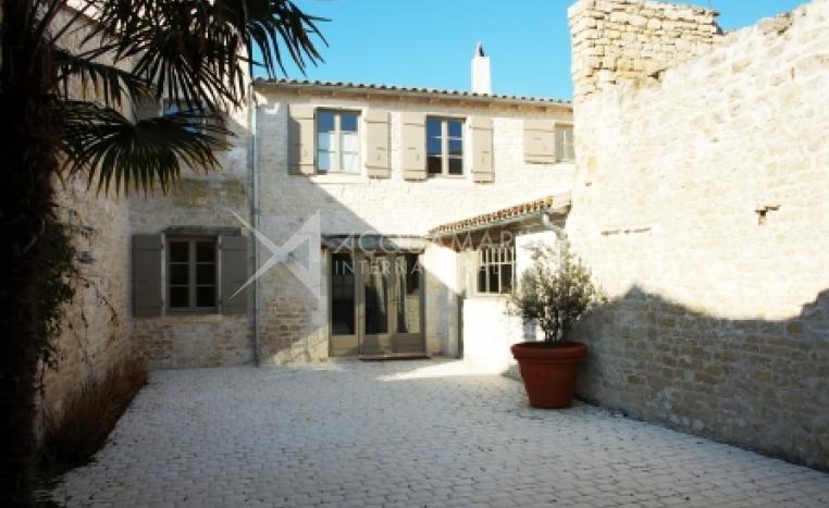 Sainte-Marie-de-Ré Country Home For Sale<br />1/5