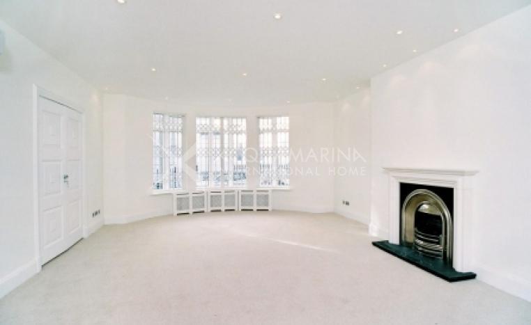 London Villa For Sale<br />1/2