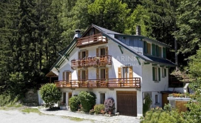 Chamonix-Mont-Blanc Chalet For Sale<br />1/8