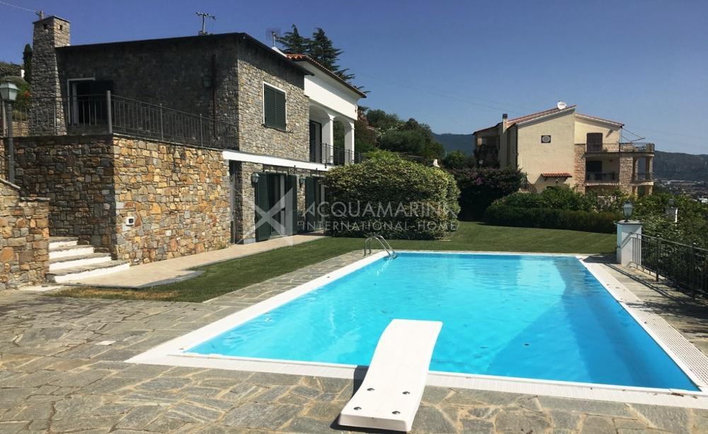 Sanremo Villa avec piscine à vendre vue mer<br />1/19