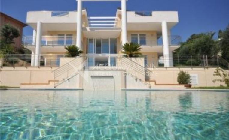 Roquebrune Luxury Villa<br />1/4