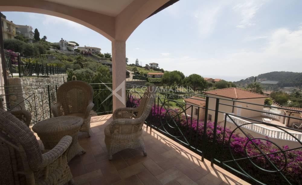 Nice villa for sale in Bordighera with pool<br />1/34