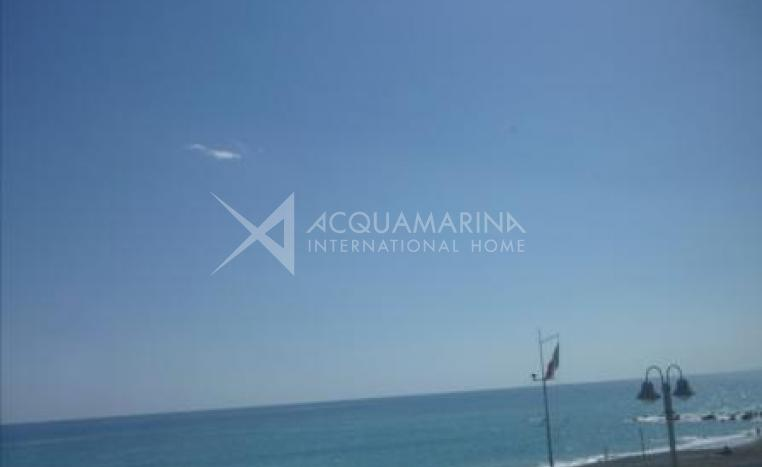Vallecrosia appartment for sale in front of beach<br />1/7