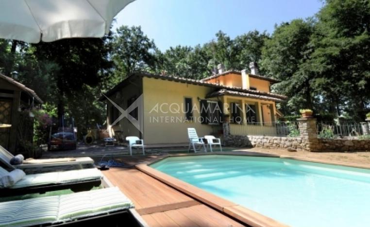 Collesalvetti Villa con piscina<br />1/10