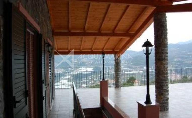 Castellaro Villa in Vendita<br />1/8