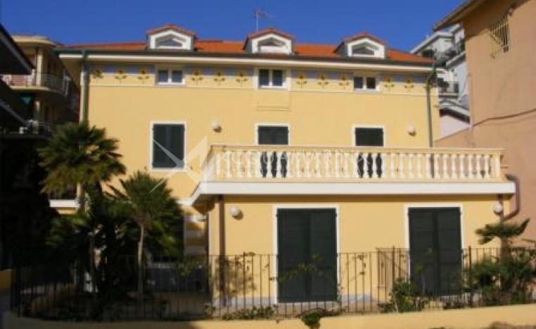Bordighera Appartamento in vendita a pochi passi dal mare<br />1/5