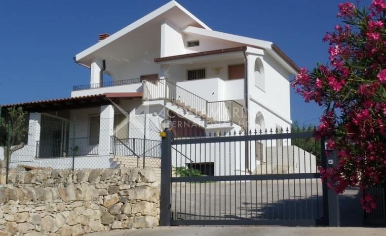 Ispica Villa For Sale<br />1/17