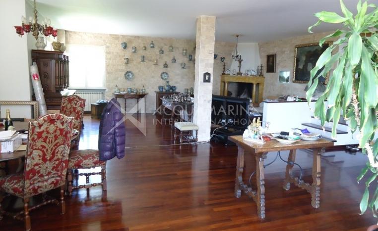 Villa vista mare in vendita bordighera bordighera villa for Planimetrie seminterrato da 1000 piedi quadrati